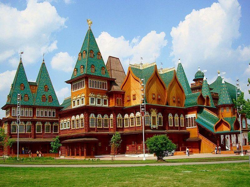 Фотография восстановленного деревянного дворца царя Алексея I в Коломенском