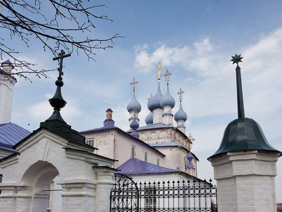 Крестовоздвиженская церковь вид вблизи фото