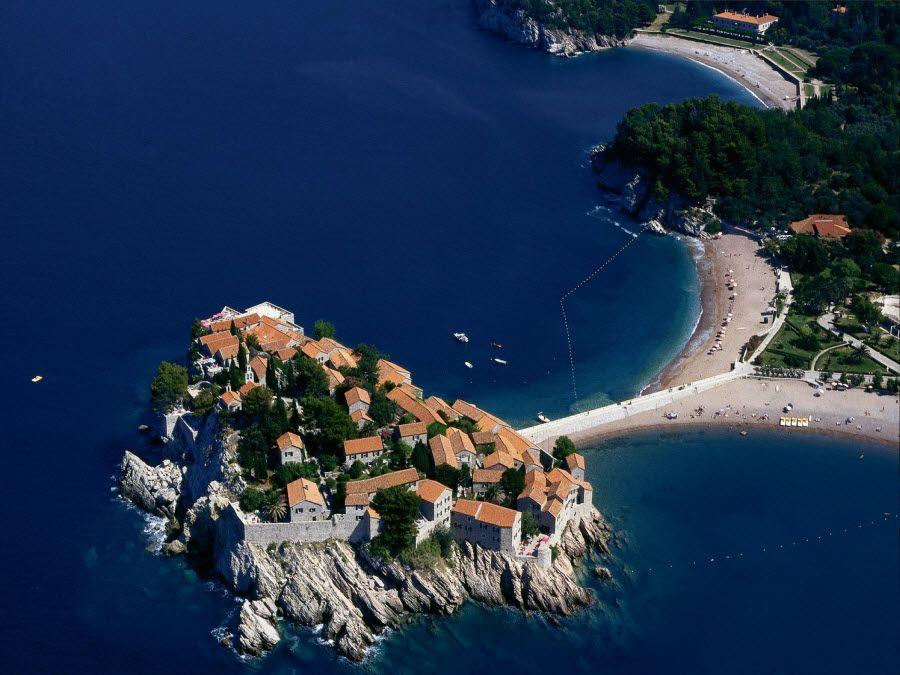 Панорама острова Свети Стефан в Черногории фото