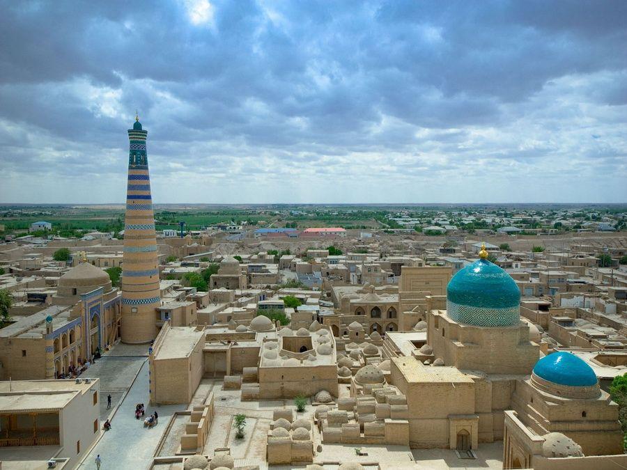 Панорама древнего города Хива в Узбекистане фотография