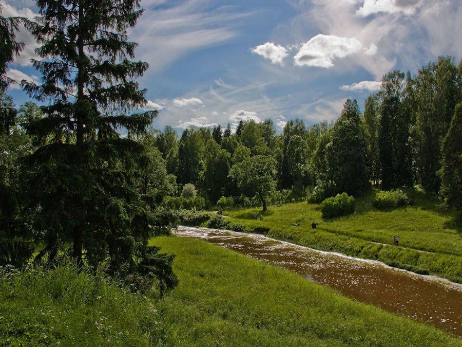 Вид на красивую реку Павловской крепости фото