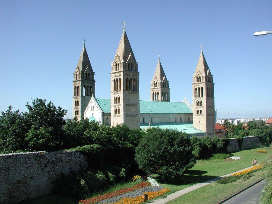 Исторические здания города Печ фото