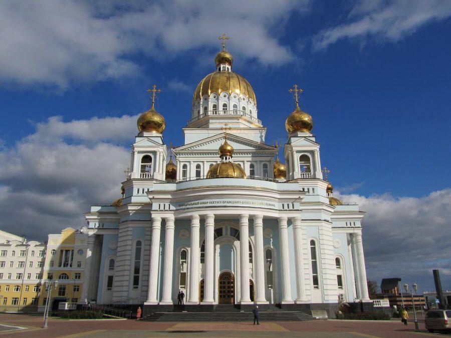 Фото красивой церкви в Саранске Пензенской области