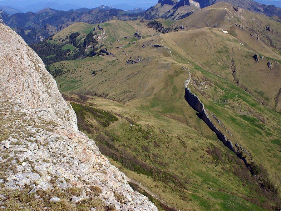 Фото вида на перевал Чертовы ворота с восточного Ачешбока