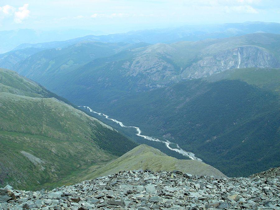 Фото вида на долину реки Аккем с перевала Каратюрек