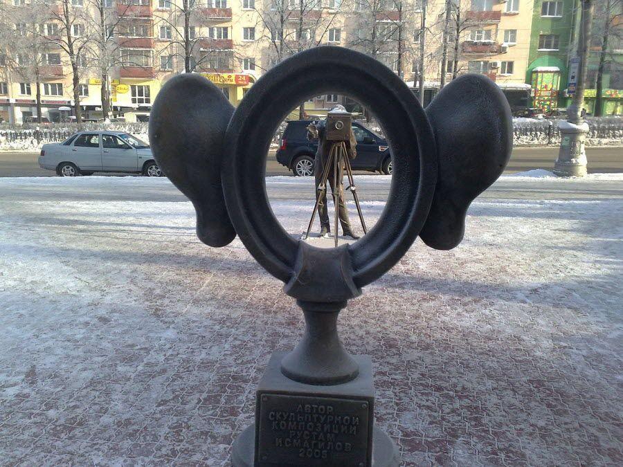 Скульптура «Пермяк – соленые уши» в Перми фотография