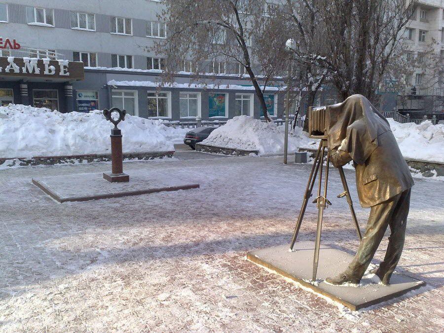Полная композиция скульптуры «Пермяк – соленые уши» в Перми фотография
