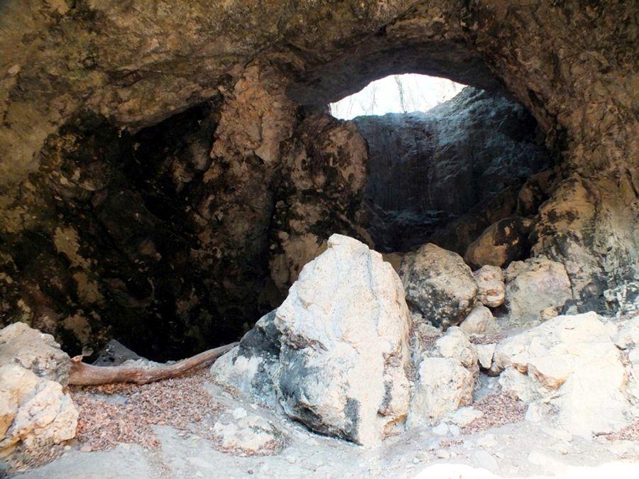 Фотография пещеры Сквозная