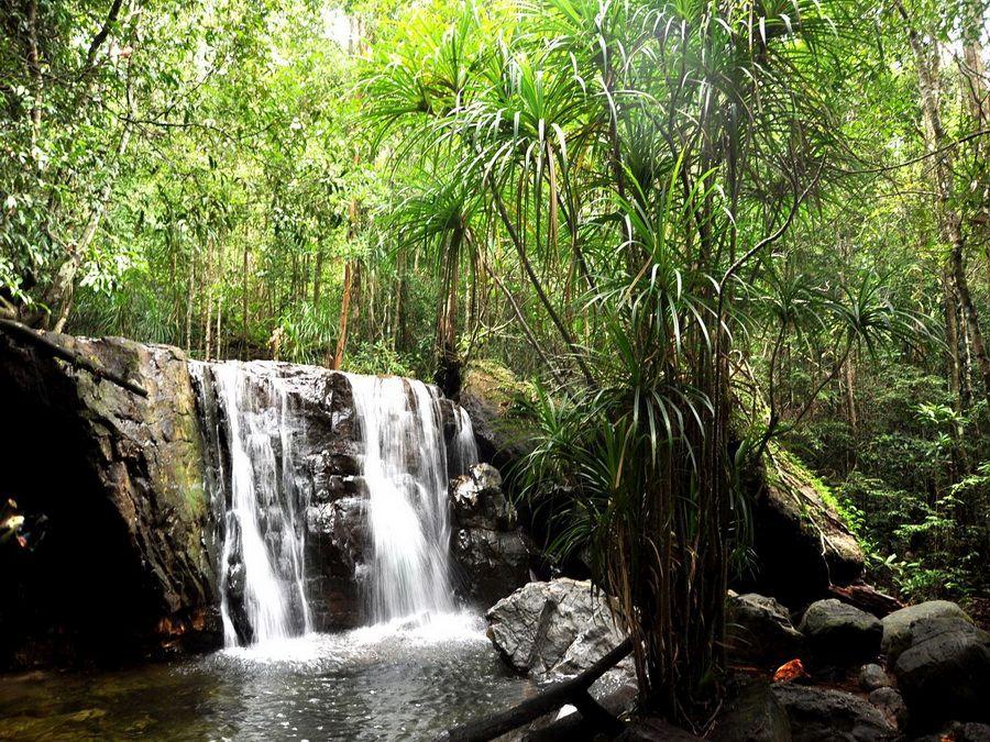 Фотография водопада в Государственном заказнике на острове Фу-Куок во Вьетнаме