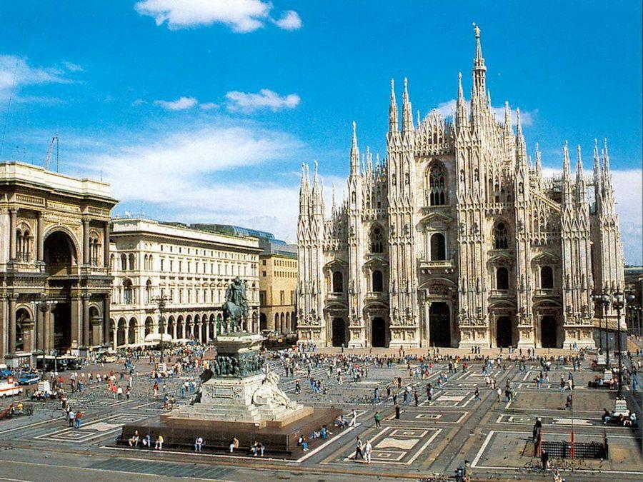 Фотография Миланского собора на Пьяцца-Дуомо в Милане