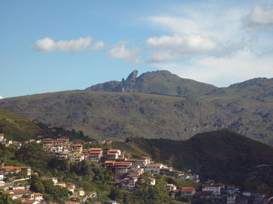 Фотография холма Пико ду Итаколоми