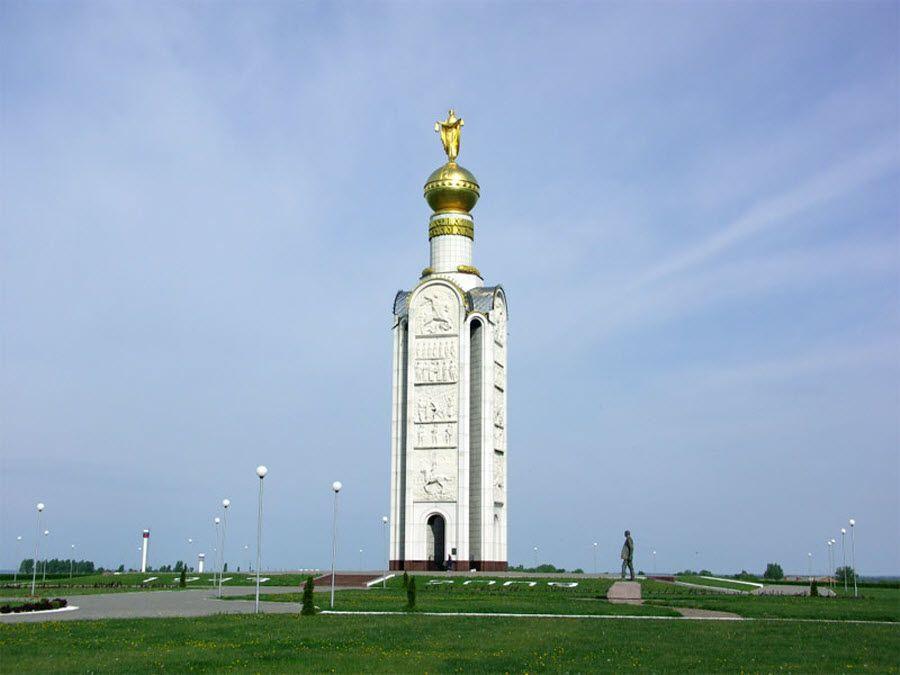 Вид на звонницу Прохоровского парка фото