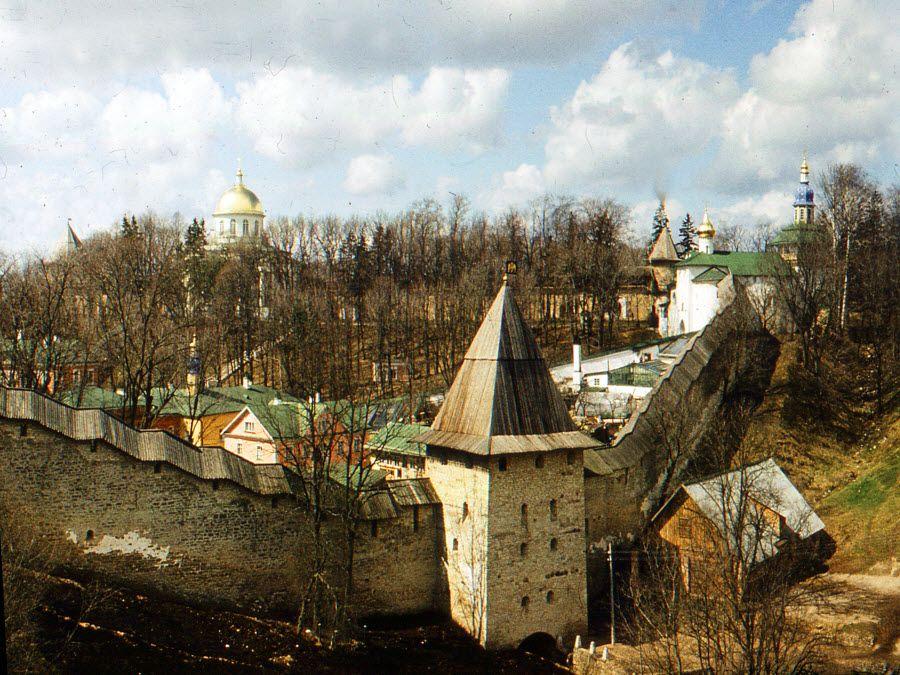 Псково-Печорский монастырь фото