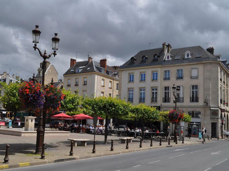 Фото сквера в Реймсе Франция