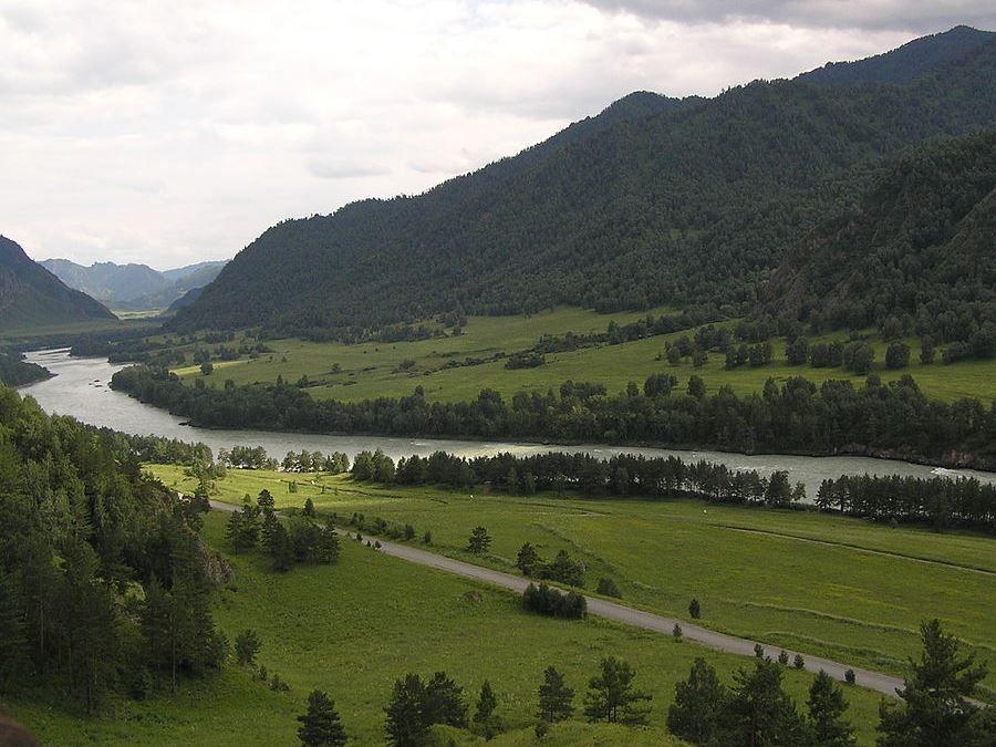 Фотография среднего течения реки Катунь