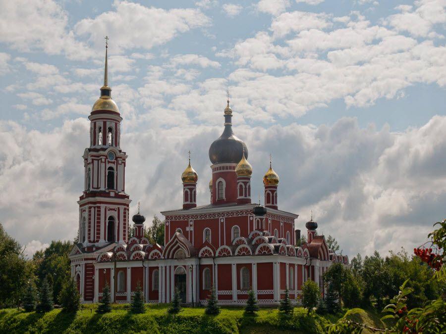 Воскресенский собор в городе Старая Русса Новгородской области фото