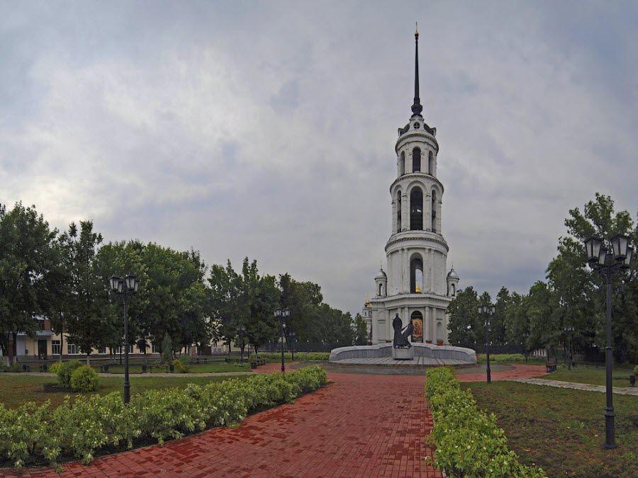 Фото вида на колокольню Воскресенского собора
