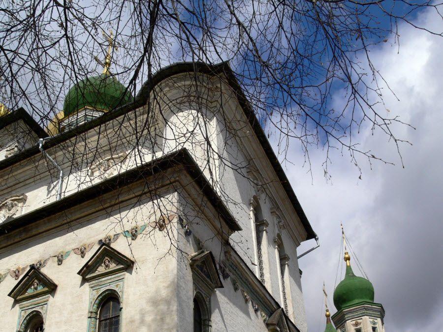 Вид вблизи на Воскресенский-Новоерусалимский монастырь фото