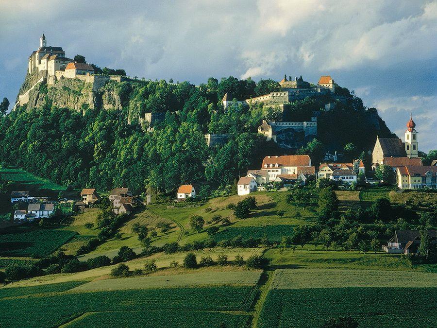 Панорама крепости Ригерсбург в Австрии фото
