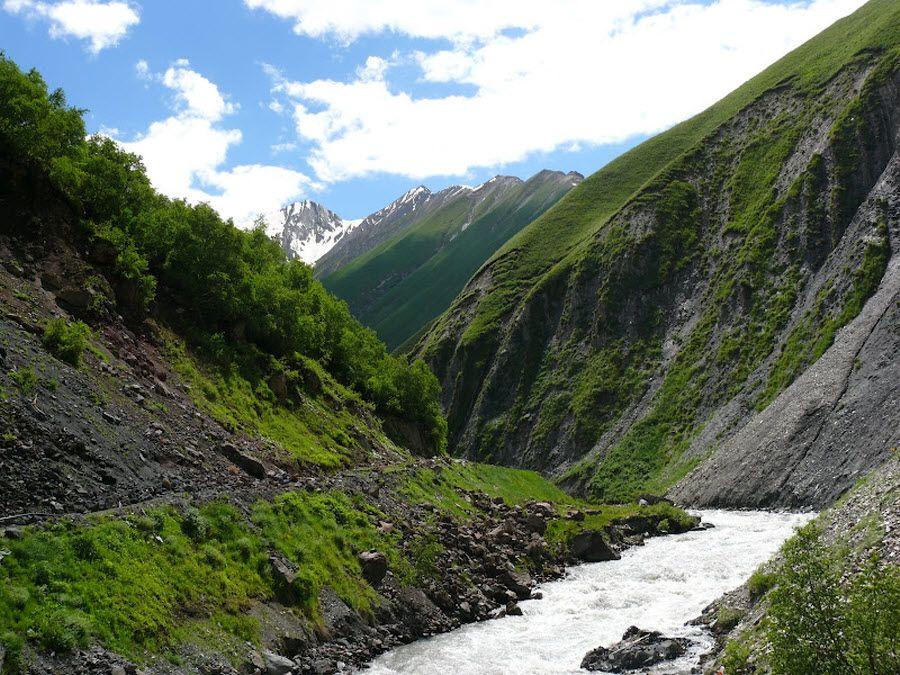 Незабывемый вид на реку в долине Трусо фото