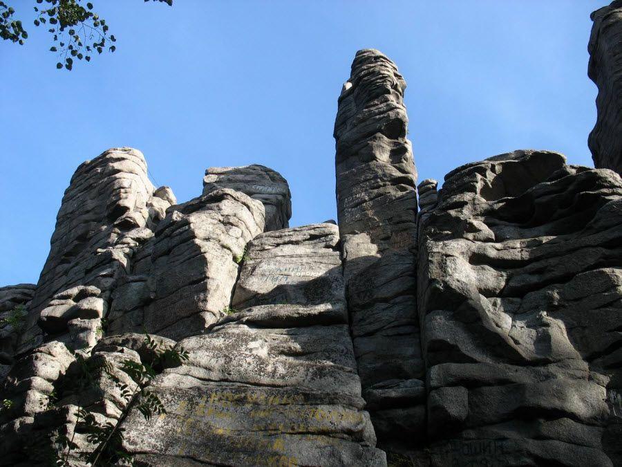 Вид на скалы Семь братьев вблизи фото