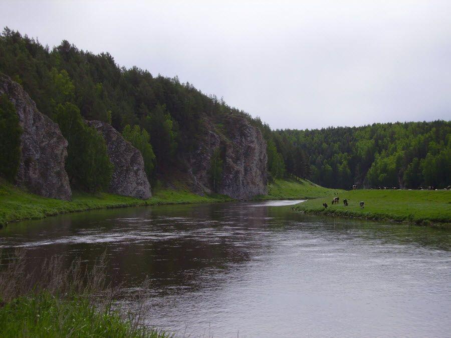 Скалы Семь братьев на горе Семибратской в Свердловской области фото