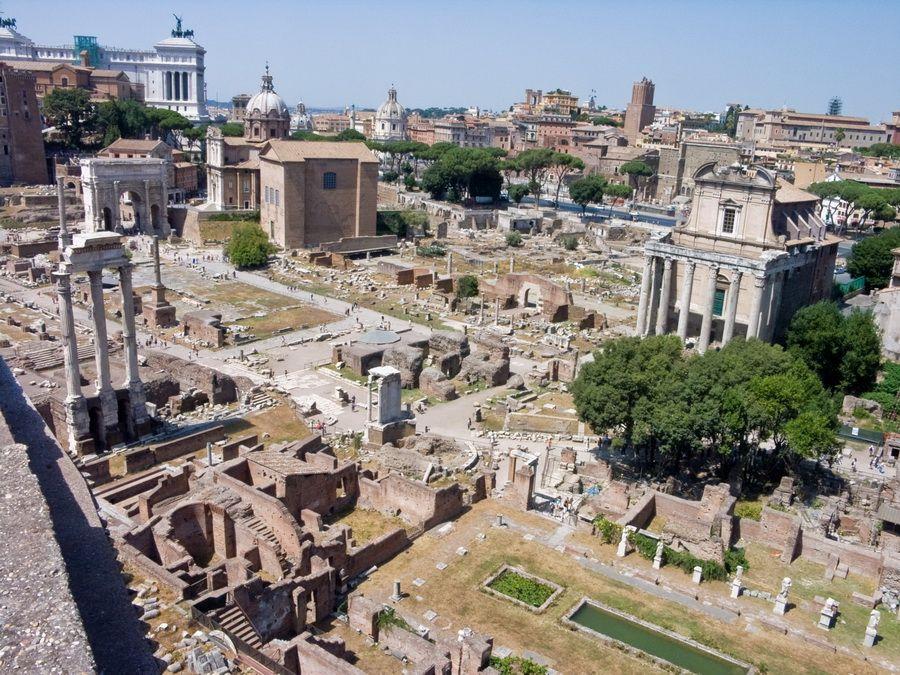 Фото развалин Римского форума в Риме