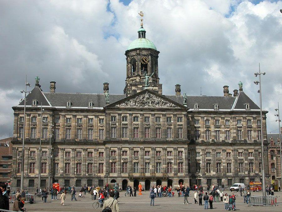 Королевский дворец в Амстердаме фотография