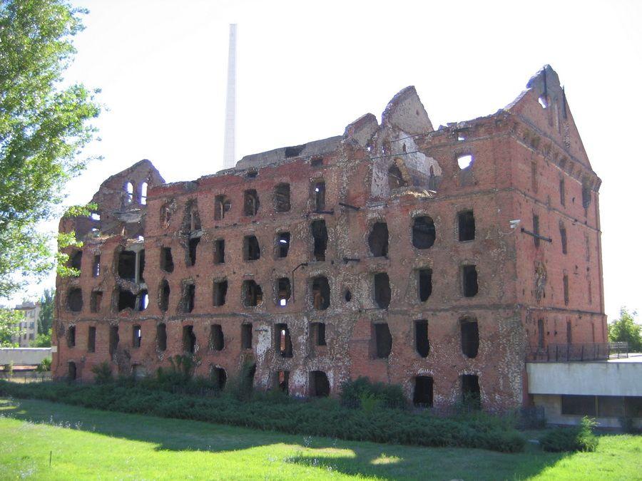 Руины мельницы Грудинина рядом с музеем-панорамой фотография