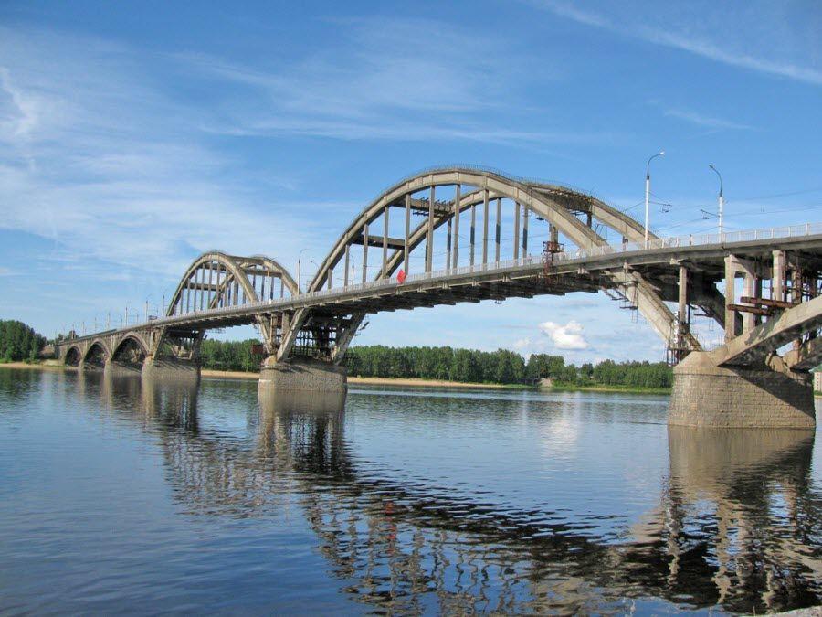 Рыбинский мост на Волге в Ярославской области фото