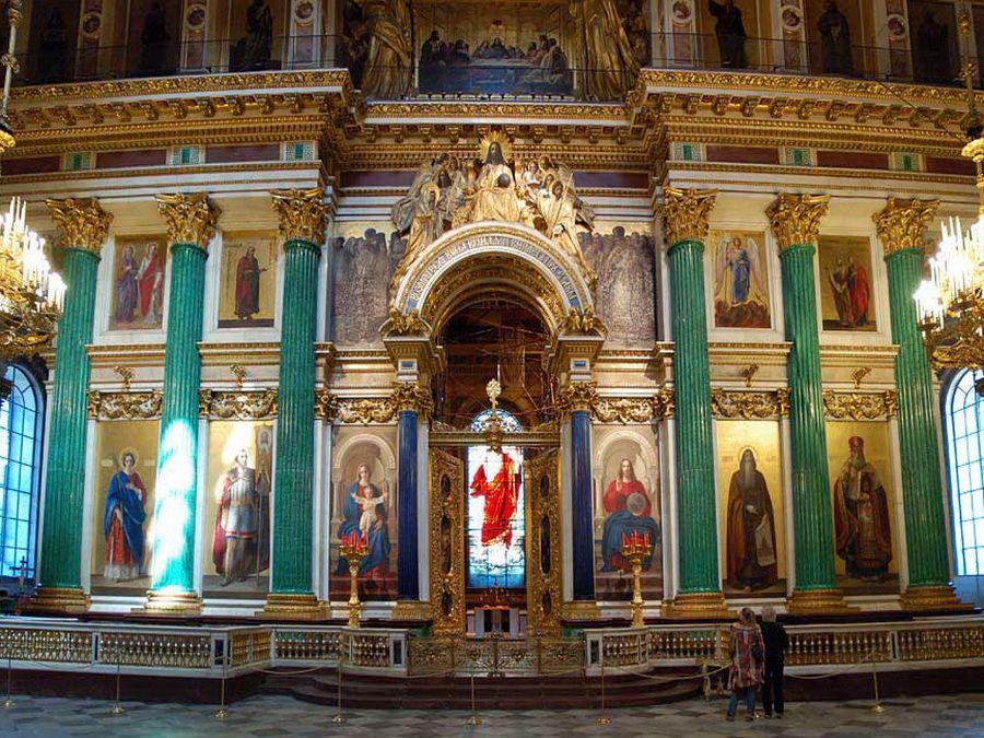 Фото иконостаса и витража Исаакиевского собора в Санкт-Петербурге