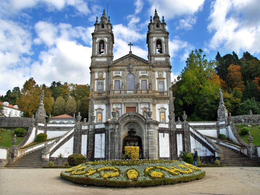 Фотография древнего храма Бон-Жезуш-ду-Монти в Браге, Португалия