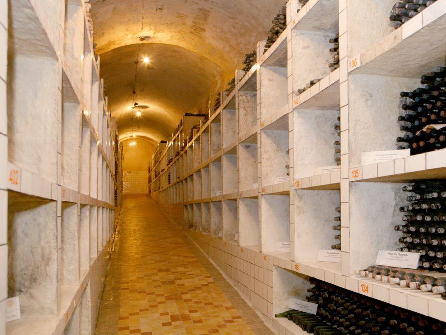 Энотека на винзаводе в Саук-Дере фотография