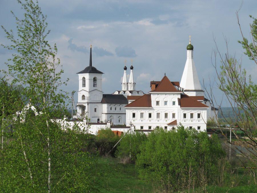 Панорама Спасо-Воротынского монастыря фото
