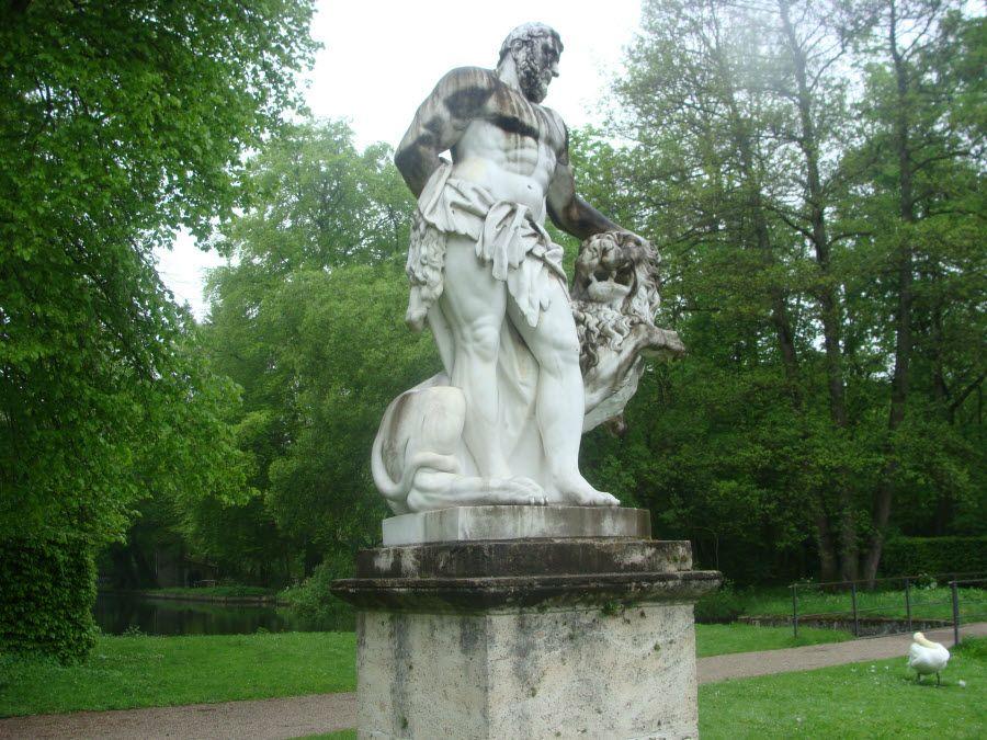 Скульптура Блауманиса в Бастионной горке фото
