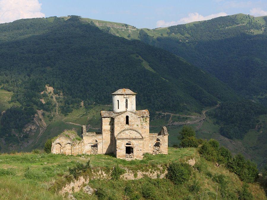 Фотография Сентинского храма в Карачаево-Черкессии
