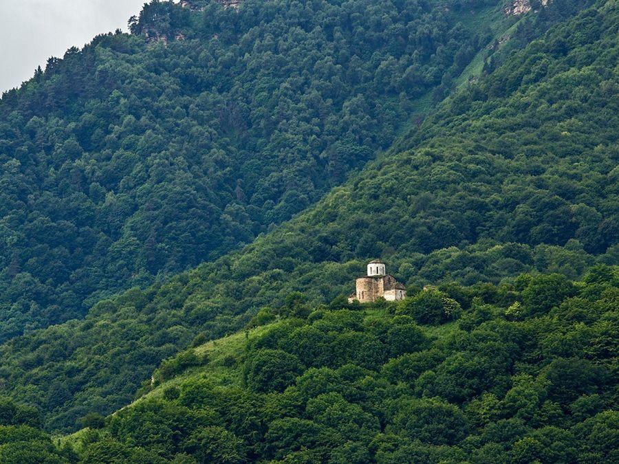Фотография Сентинского храма на утесе Бурун-Сырт