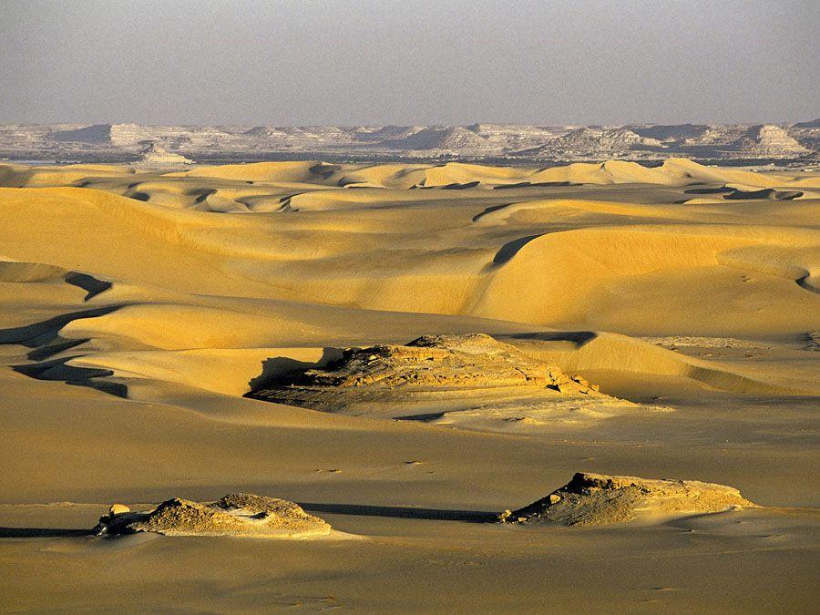 Дюны около оазиса Сива в Египте фото