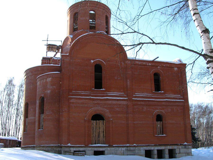 Фото старинной церкви на территории скита Святого Кукши