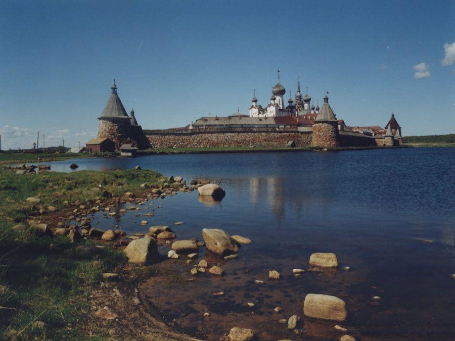 Соловецкий монастырь на одноименном острове фото