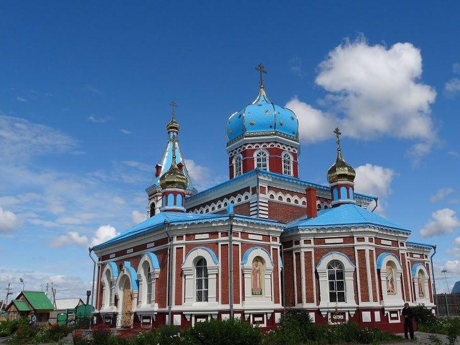 Панорама красивого Свято-Никольского монастыря фото