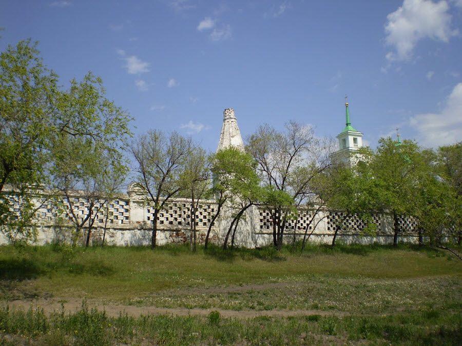 Фото вид на башню Свято-Никольской церкви