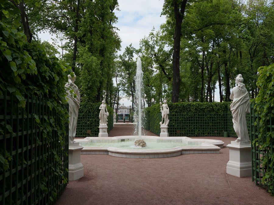 Фонтаны Летнего сада в Санкт-Петербурге фото