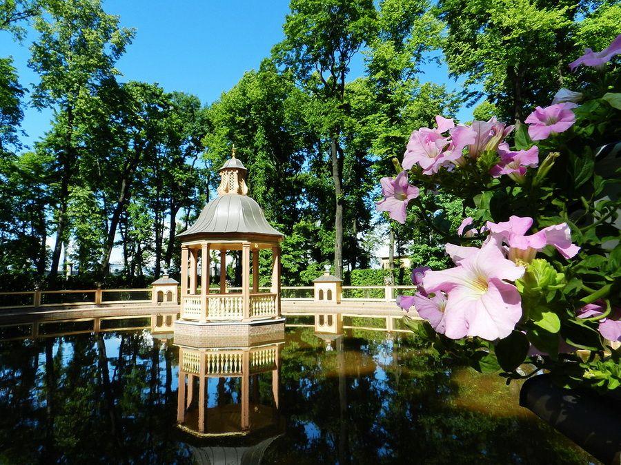 Беседка на воде фотографии Летнего сада в Санкт-Петербурге