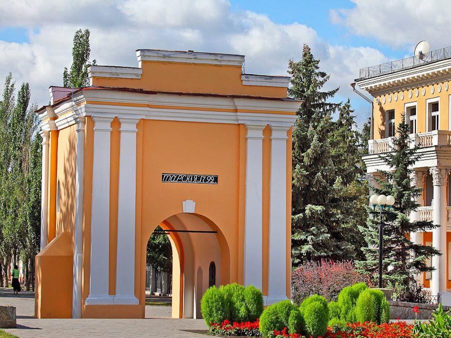 Тарские ворота в городе Омске фото