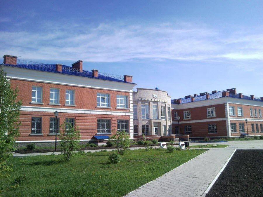 Вид на библиотеку в деревне Тара фото