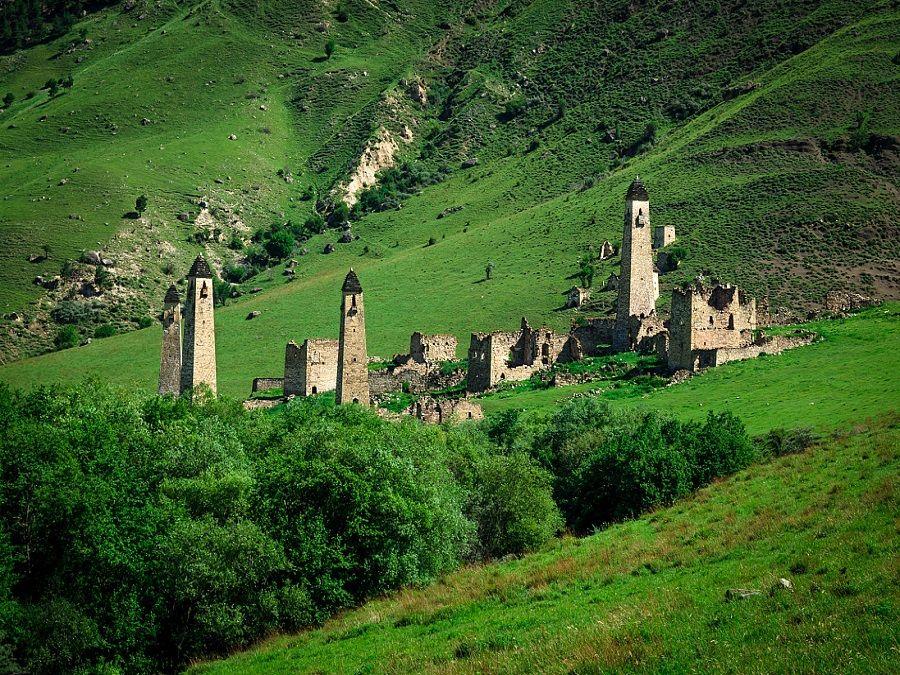 Фотография башен в селении Таргим в Ингушетии