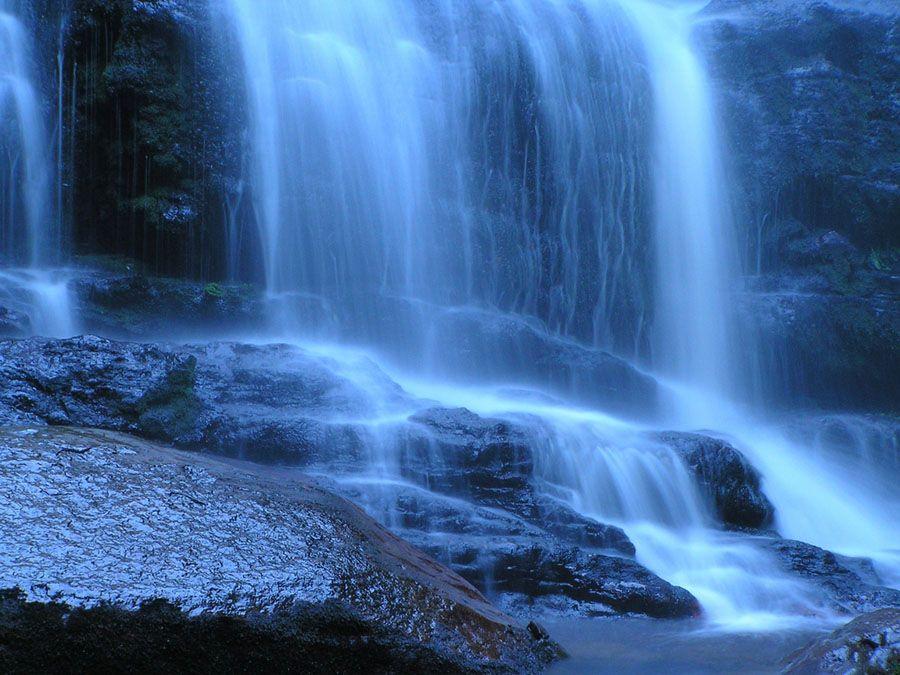 Водопад на острове Тасмания фото