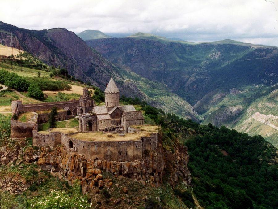 Фото панорамы монастыря Татев в Армении
