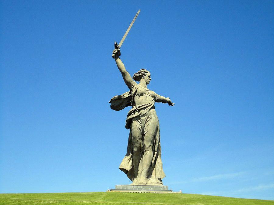 Фото статуи Родина-мать зовет на Мамаевом кургане